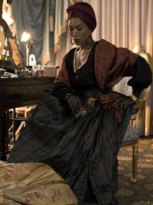 """Angéla Basset incarnat Marie Lavau le reine Vodou de Louisiane dans """"American Horror Story: Coven"""""""