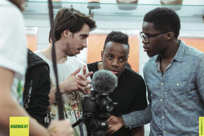 Entretien avec les créateurs du sitcom « Harnold », un programme de la France d'aujourd'hui