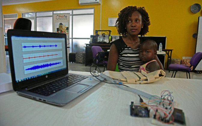 De jeunes Ougandais créent une veste qui diagnostique la pneumonie