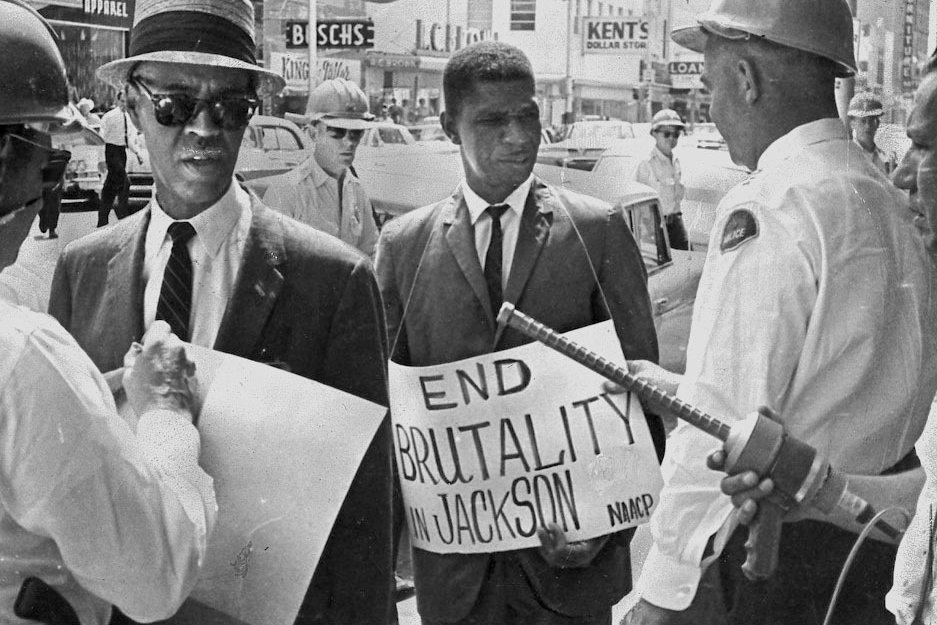 M. Evers en plein piquet de grêve en 1963 à Jackson.