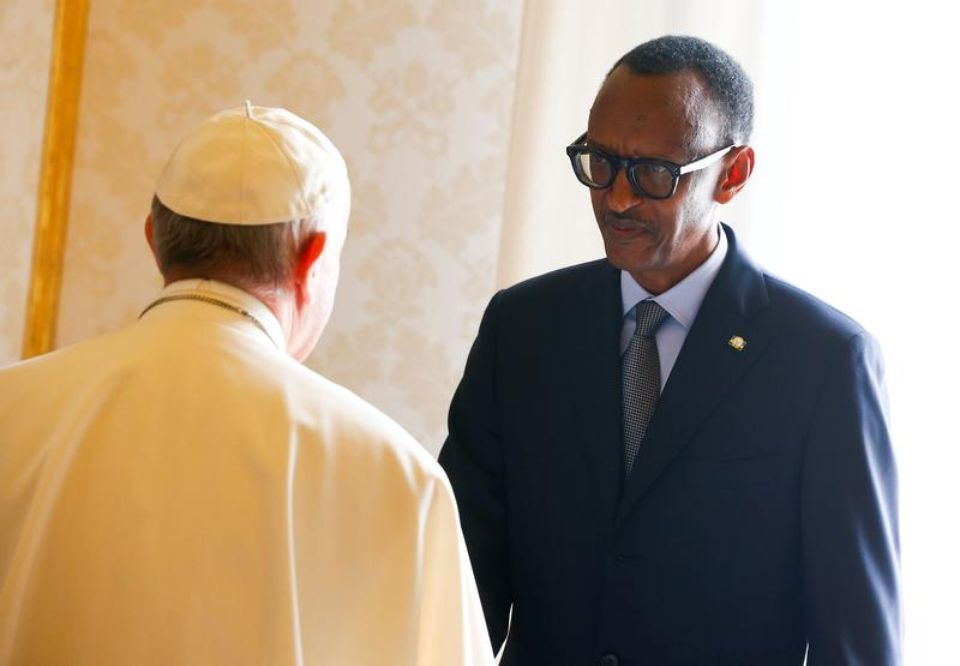 1005216-rwanda-s-president-paul-kagame-greets-pope-francis-during-a-private-meeting-at-the-vatican