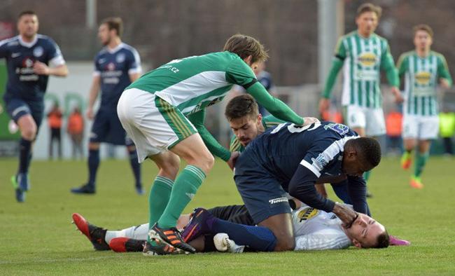 Francis Kone sauve la vie d'un adversaire pendant un match