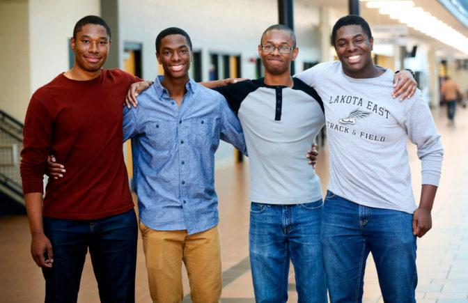 Des quadruplés tous acceptés dans les meilleures universités US