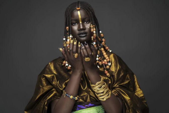 Un mannequin sénégalais rend hommage en photo à sa culture