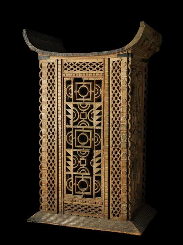 Voici le trône du Roi Ghezo volé par la France et exposé au Musée du Quai Branly