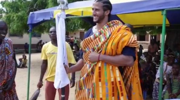 Le jour de la fête nationale américaine, Colin Kaepernick choisit de retrouver ses racines au Ghana