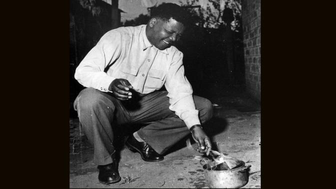 L'acte symbolique de brûler le pass en Afrique du sud durant l'apartheid