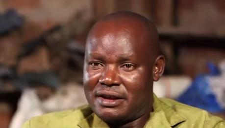 Le génial kényan Newton Owino transforme de la peau de poisson pour en faire de la maroquinerie