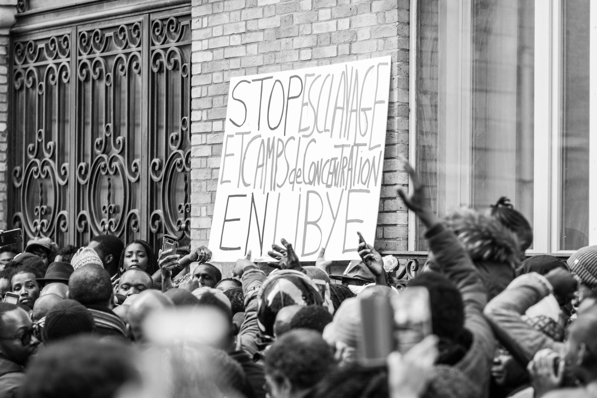 Plusieurs milliers de manifestants à Paris contre l'esclavage en Libye