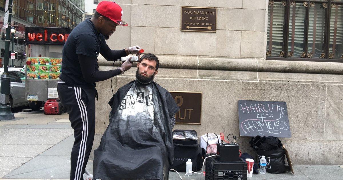 Cet homme a parcouru les rues pour coiffer des SDF gratuitement