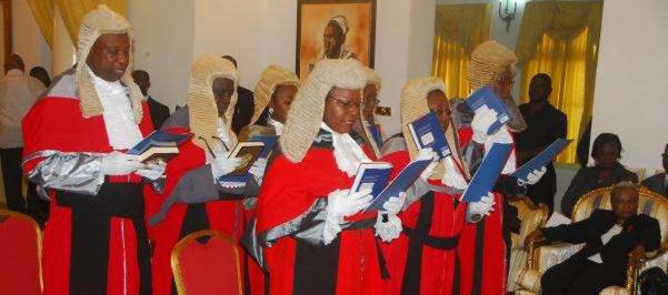 Ghana : les juges obligés de porter des perruques héritées de la colonisation