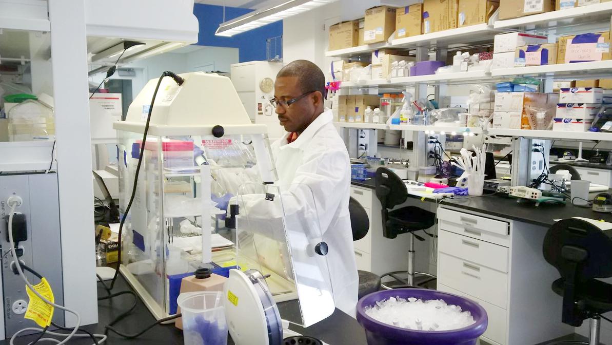 Ce médecin a inventé un test pour détecter rapidement des infections