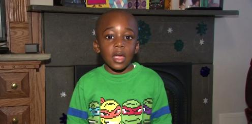 Un garçon de 4 ans a lu 100 livres en un jour
