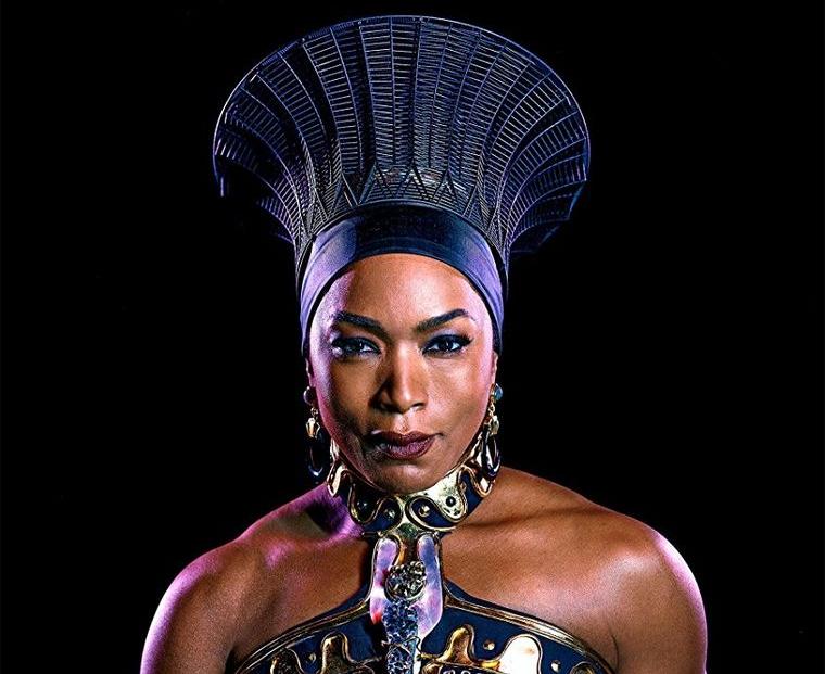 La reine Ramonda, matriarche du Wakanda