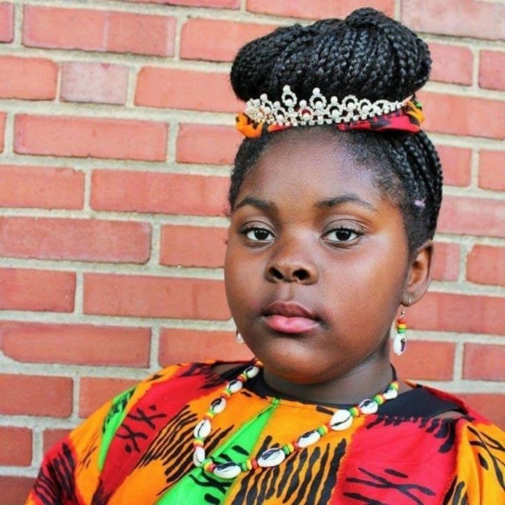 A 12 ans, elle lance sa propre collection de vêtements en réponse aux moqueries de ses camarades de classe