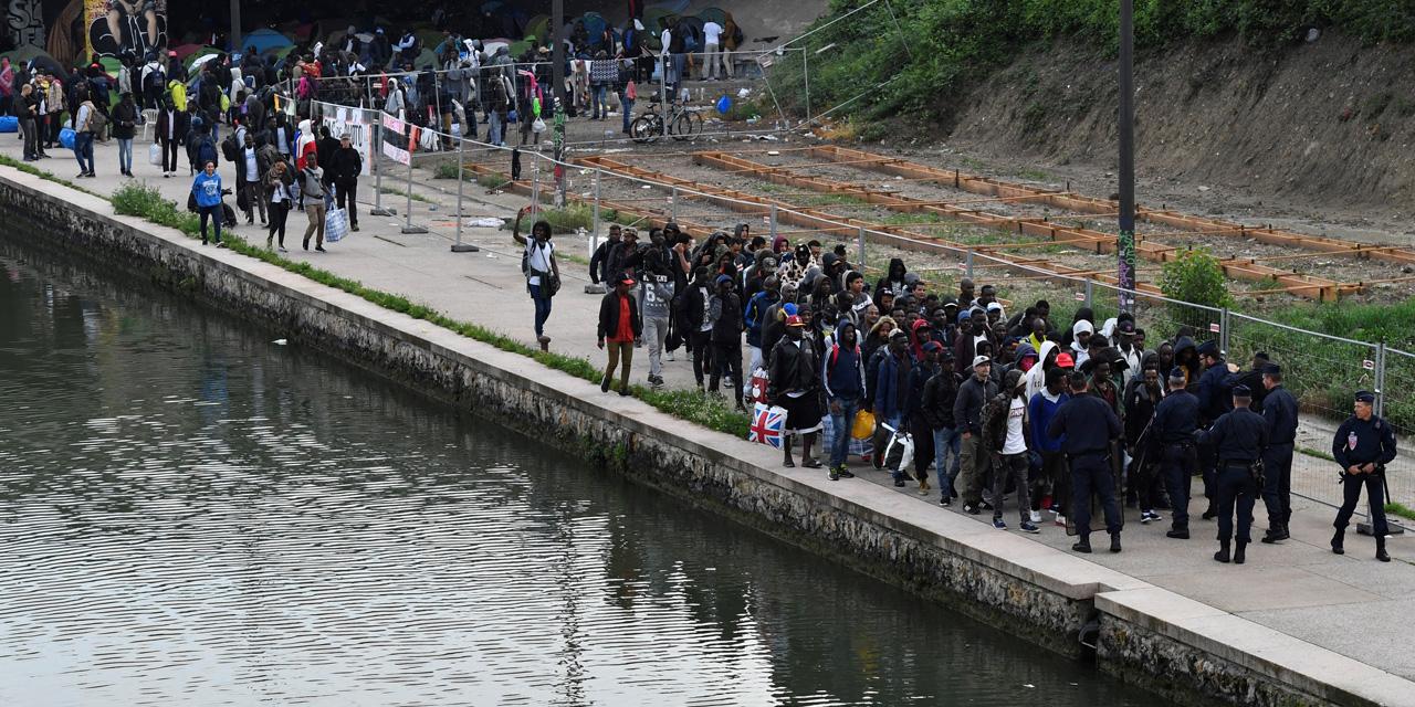 Evacuation du plus grand campement de Paris