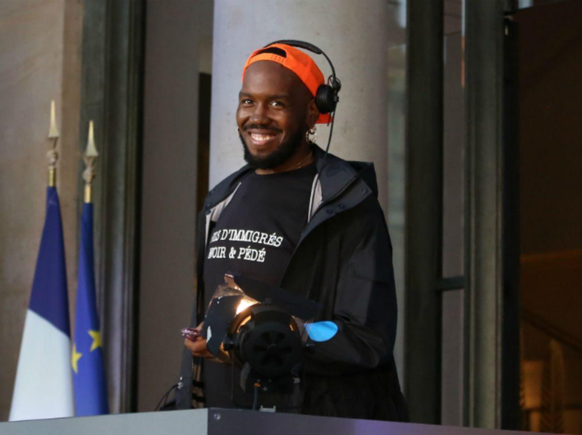 Fête de la Musique à l'Elysée : le DJ électro arbore un t-shirt  « Fils d'immigrés, noir et pédé »