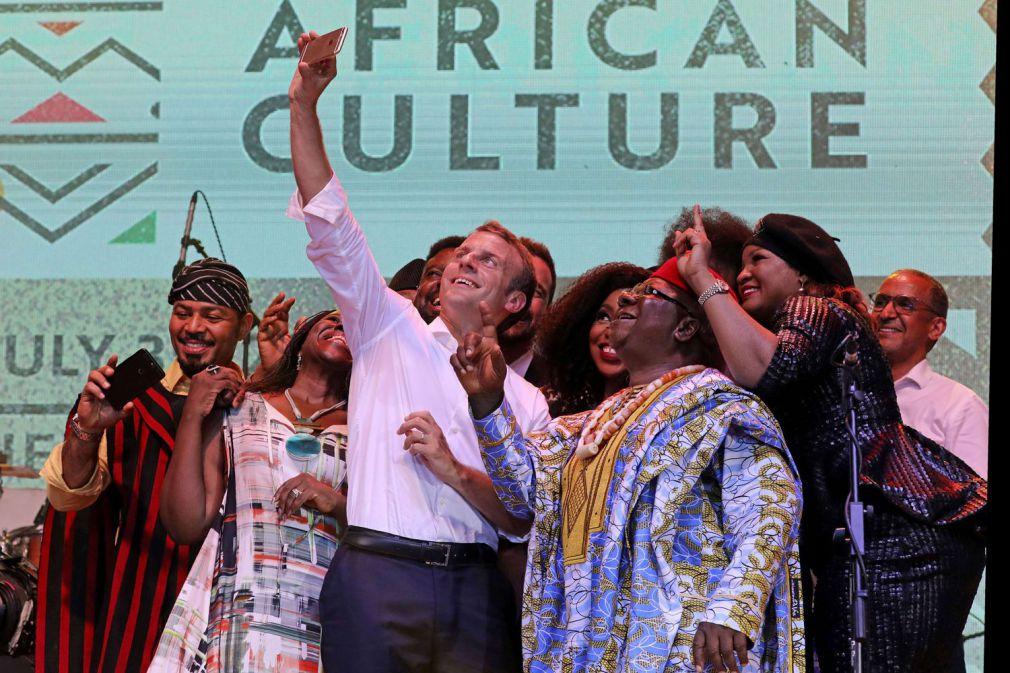 Culture, sport et développement: l'opération séduction d'Emmanuel Macron au Nigeria
