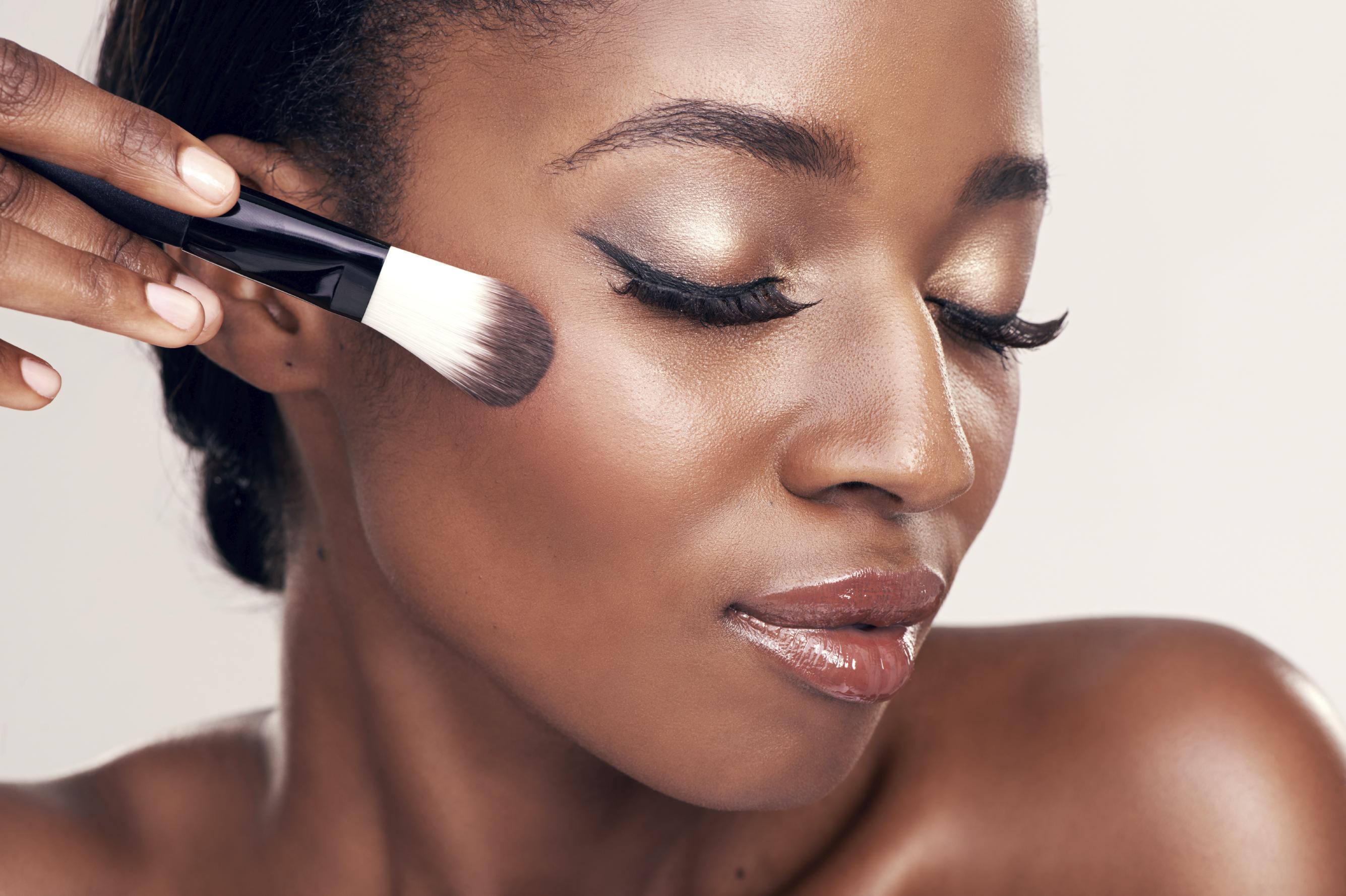 Les cosmétiques destinés aux peaux noires sont les plus dangereux !