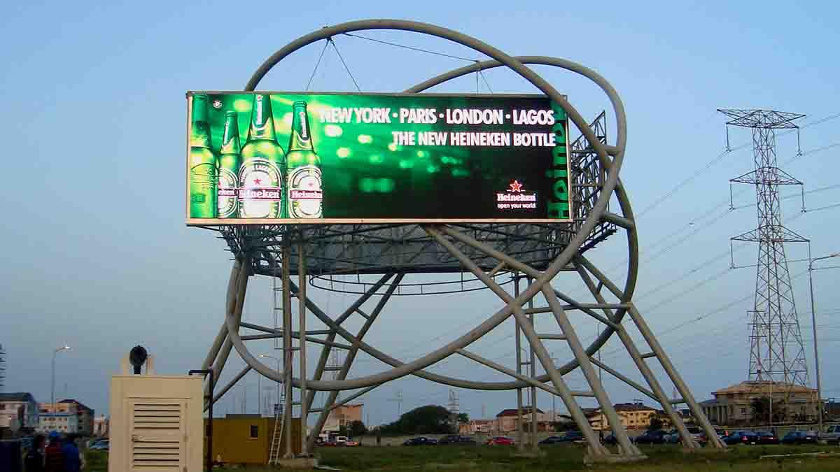 Affiche publicitaire d'Heineken au Nigeria