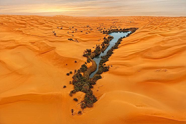 La mère de l'eau, lac du Sahara situé en Lybie.
