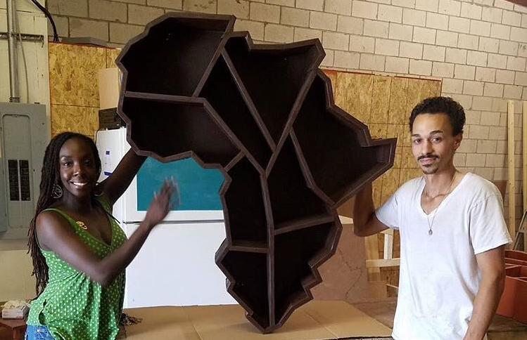 Cet Afro-Américain rend hommage à l'Afrique avec ses meubles