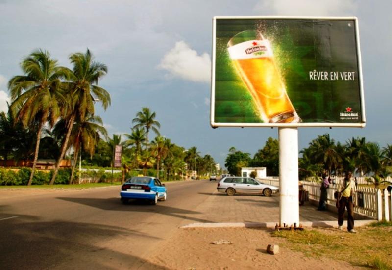 Affiche publicitaire d'Heineken en RDC