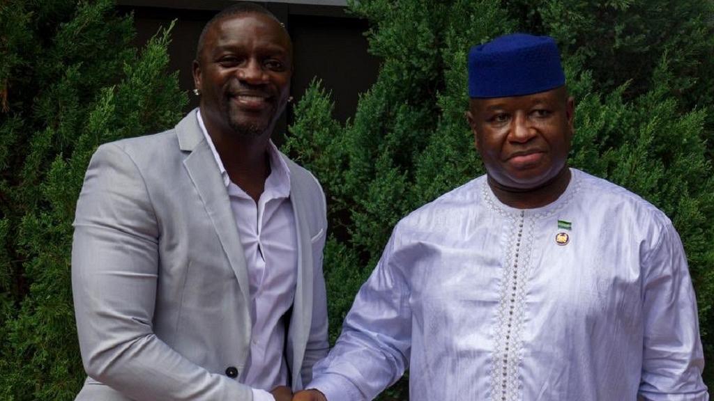 Akon va installer des lampadaires à énergie solaire en Sierra Leone