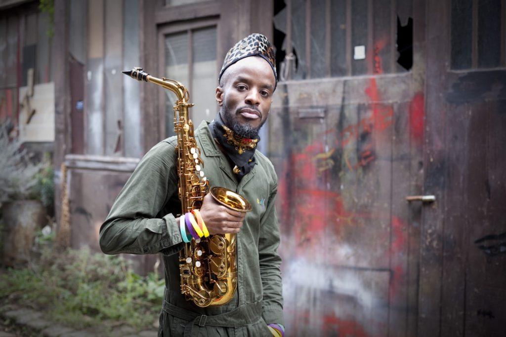Jowee Omicil, le saxophoniste aux racines haïtiennes qui célèbre l'Afrique