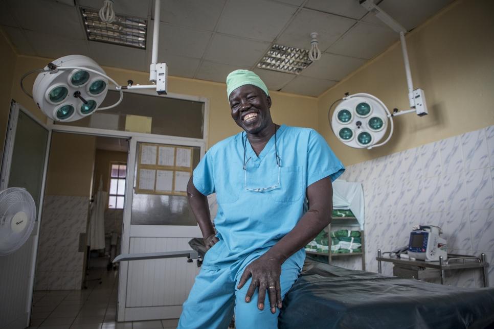 Le chirurgien sud-soudanais Evan Atar Adaha reçoit le Prix Nansen 2018