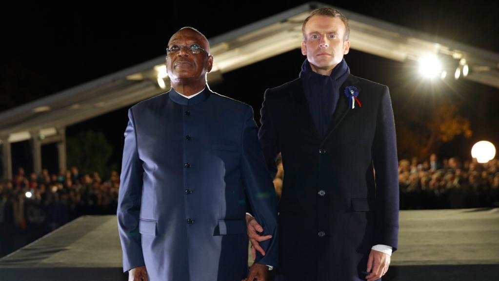 Macron et IBK inaugurent le «Monument aux Héros de l'Armée Noire»