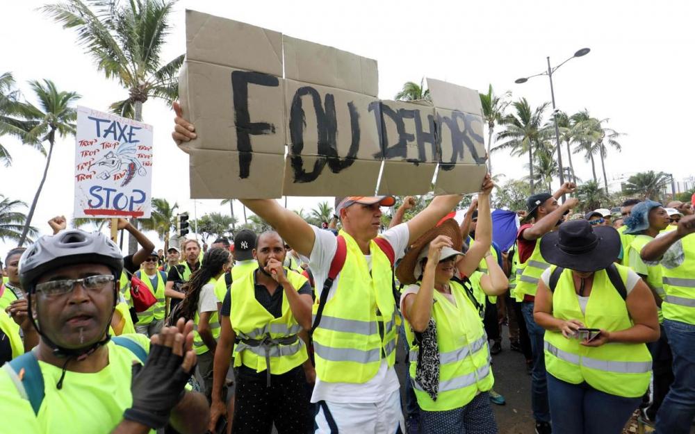 A La Réunion, les Gilets jaunes ne décolèrent pas depuis 10 jours