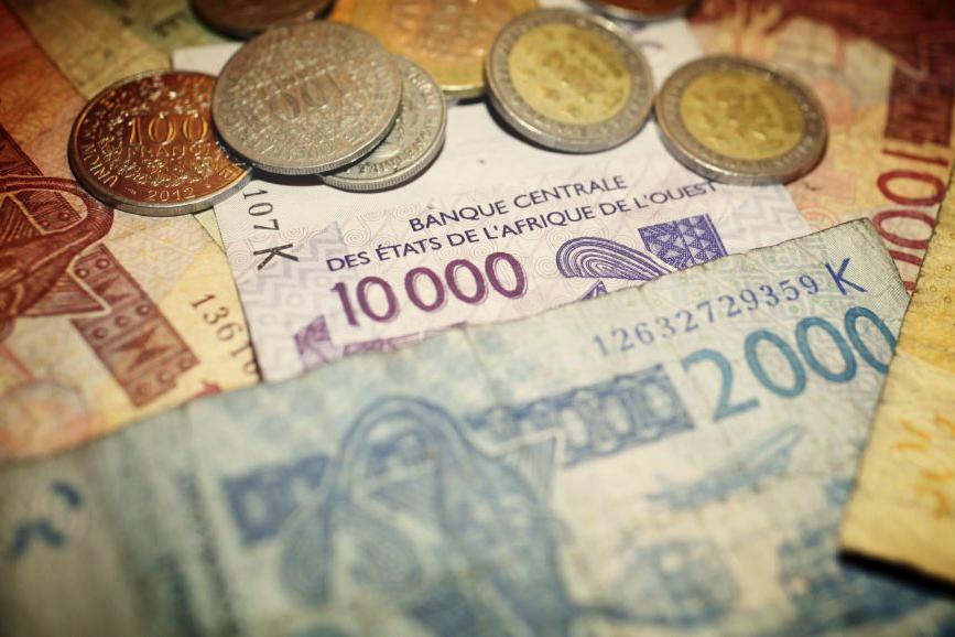Pourquoi le Franc CFA est-il appelé monnaie coloniale ?