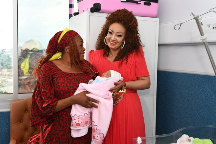 A 62 ans, elle donne naissance à son premier enfant