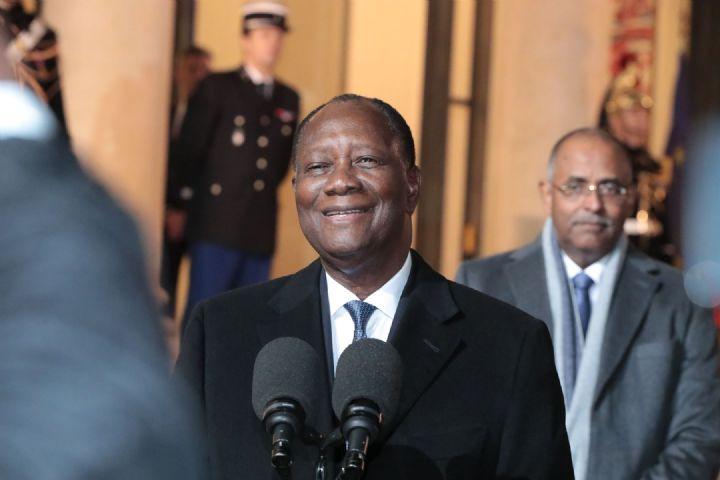 Alassane Ouattara persiste et signe en faveur du franc CFA