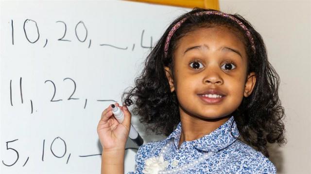 A 4 ans et un QI de 140, elle est considérée comme un génie