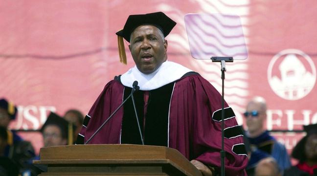 Cet homme va rembourser 40 millions de dollars de dettes d'étudiants
