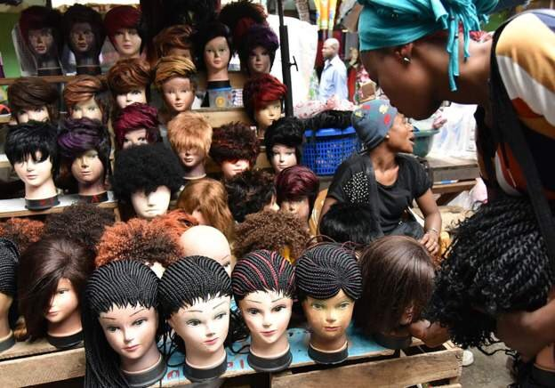 La Tanzanie impose une taxe sur les perruques et extensions de cheveux