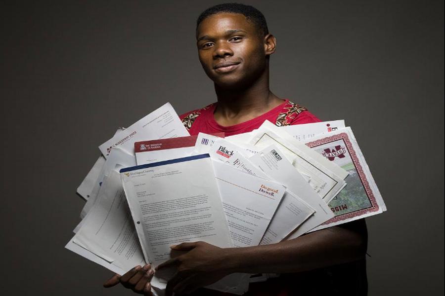Accepté dans 91 universités, il s'est vu offrir $3 millions de bourses