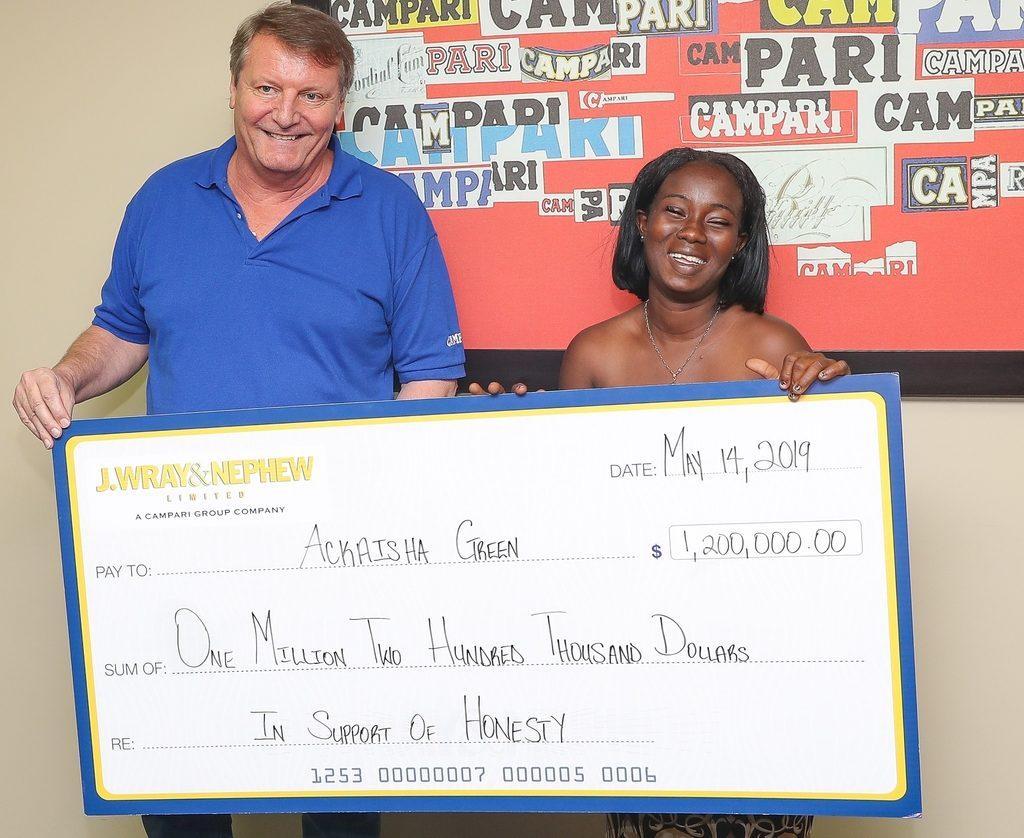 Cette femme a été récompensée de 8000 euros pour son honnêteté