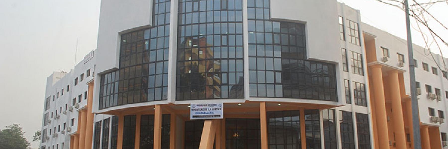 Guinée : Les femmes du ministère de la justice interdites de pantalon