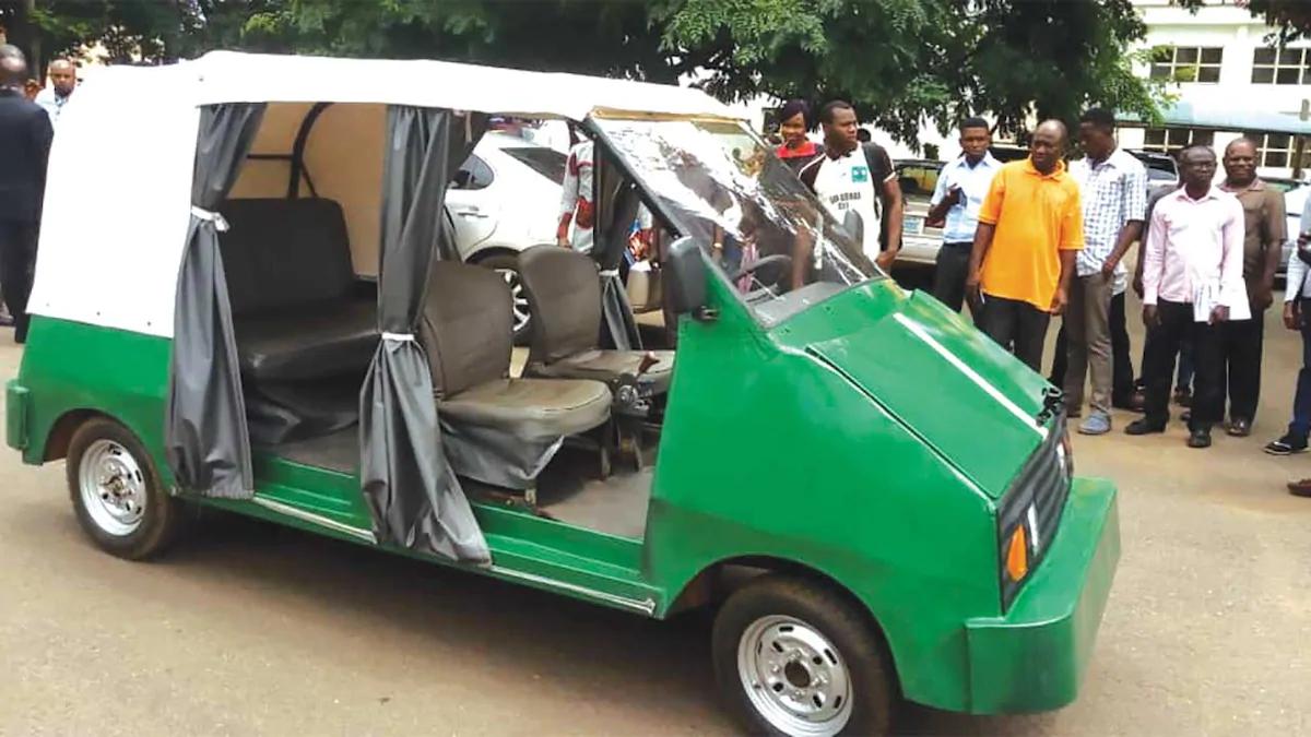 Une université construit la première voiture électrique à 5 places du Nigeria