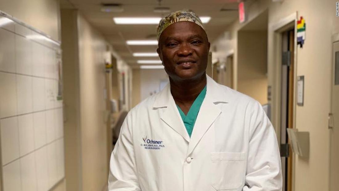 Il a réduit son salaire pour soigner gratuitement des patients en Afrique