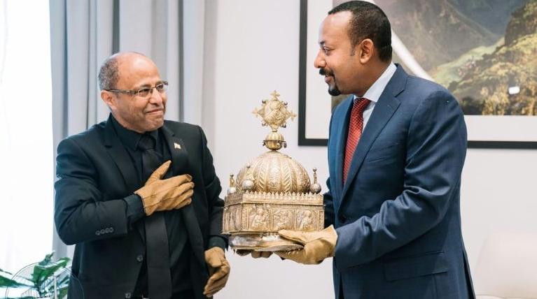 Une couronne dorée du 18ème siècle enfin restituée à l'Ethiopie