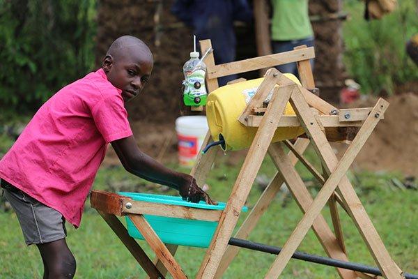 A 9 ans, il crée une machine pour le lavage de mains anti-Covid-19