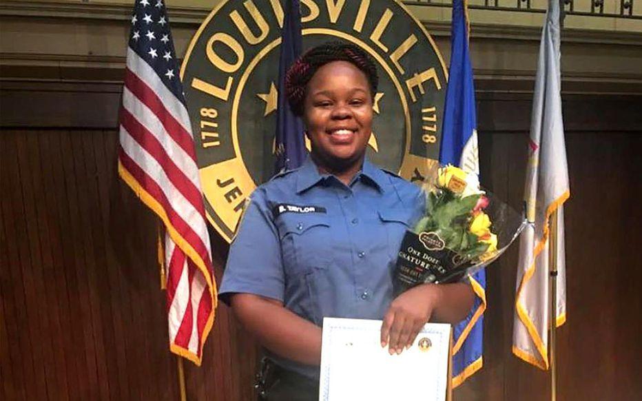 Indignation après l'homicide d'une femme noire par des policiers blancs