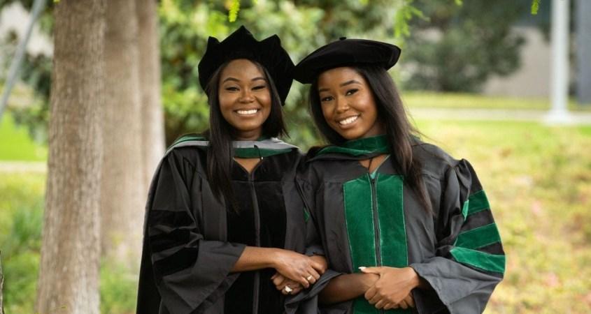 Une mère et sa fille deviennent médecins en même temps