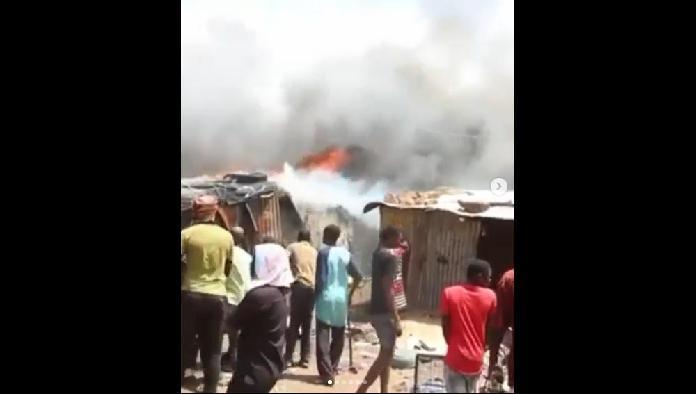 Au Mali, un camp de déplacés réduit en fumée