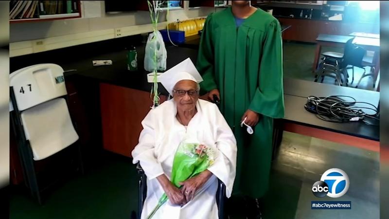 A 98 ans, elle est enfin diplômée du lycée