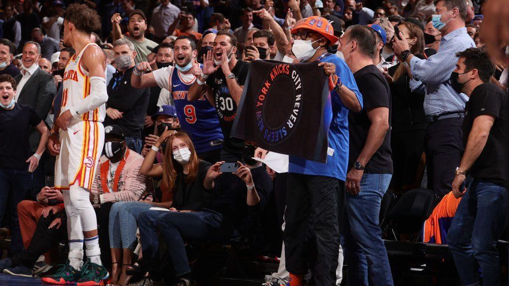 CRACHAT, POP-CORN, BOUTEILLE : QUAND DES FANS NBA DÉRAPENT